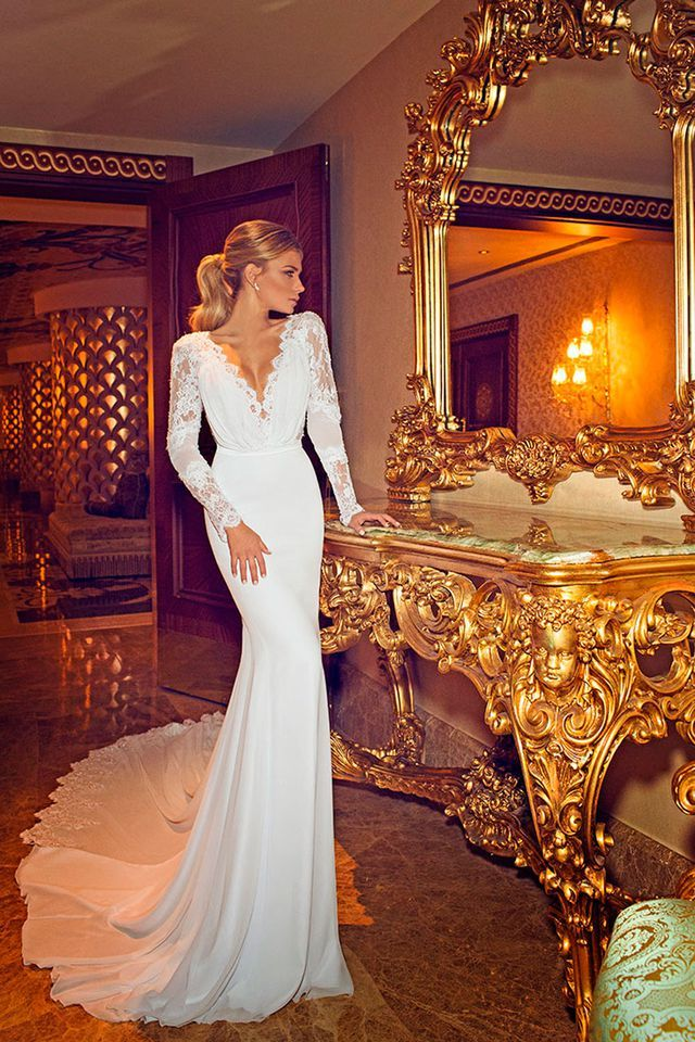 The First Jennifer Aniston Wedding Dress Photo Has Left Everyone Pretty Disappointed Jennifer Aniston Wedding Dress Bridal Gowns Mermaid Wedding Dresses Lace