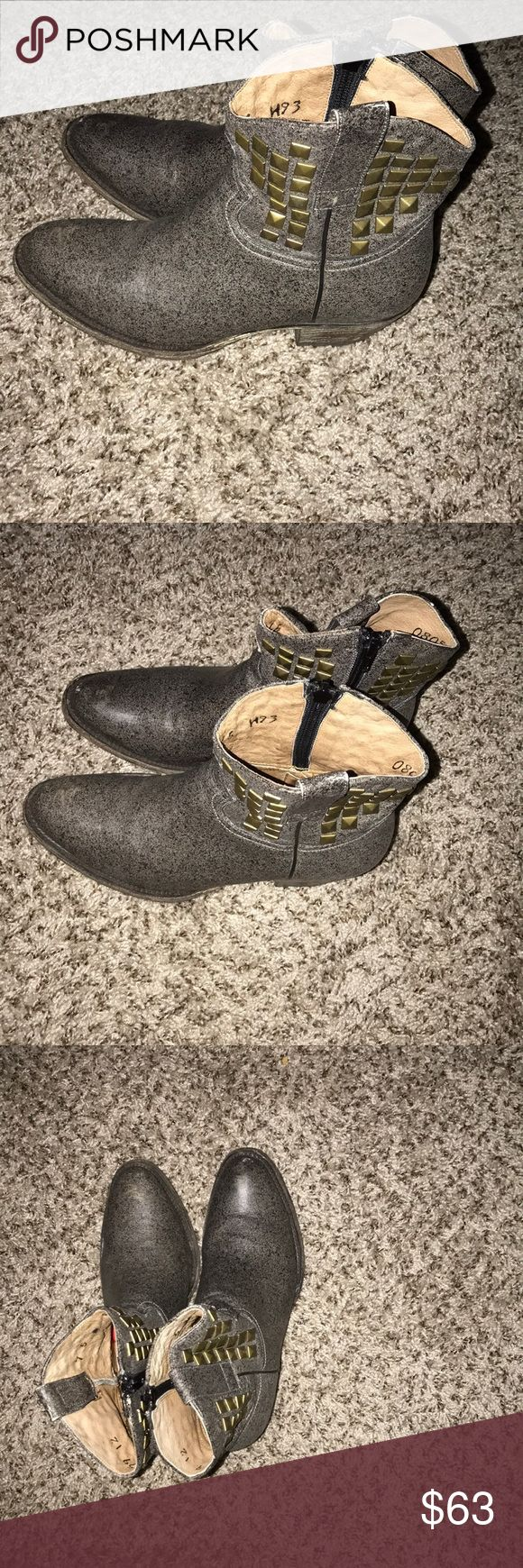 Black Rooster Shaw Gray Leather Wester Boots . Black Rooster Shaw Gray Leather Wester Boots . Size 7.5 Made in Mexico.. Preowned Smoke Free Home , They are still in great shape Black Rooster ( Made In Mexico Shoes Ankle Boots & Booties