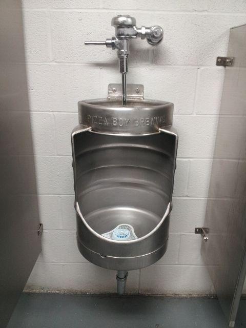 biervat als urinoir badkamer en toilet pinterest beer beer keg and search. Black Bedroom Furniture Sets. Home Design Ideas