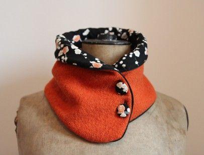 CHIC, CHAUD ET CONFORTABLE, le col en laine bouillie Tissumi ! Se porte de 2 façons différents selon vos tenues et la température.  La laine bouillie orange est doublée d'un  - 2244416