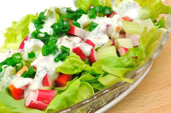 Δροσερή σαλάτα με γιαούρτι και λαχανικά
