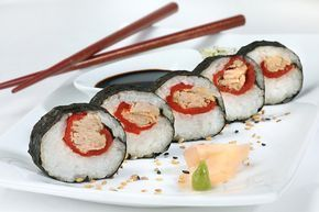 Sorprende con esta receta de sushi maki de atún claro Ligero y disfruta de su auténtico sabor.