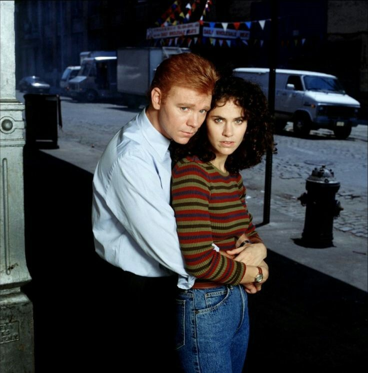 Amy Brennamen and David Caruso in NYPD BLUE
