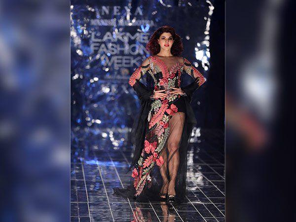 #JacquelineFernandez & #AdityaRoyKapur Dazzled In #ManishMalhotra 's Couture At #lakmefashionweek2017      #LakmeFashionWeek #Fashion #LakmeIndia