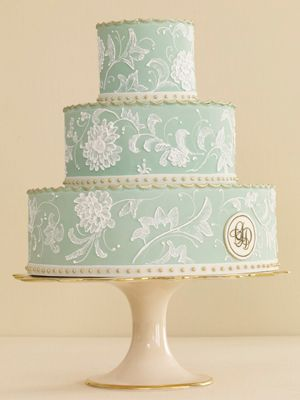 lovely vintage inspired wedding cake