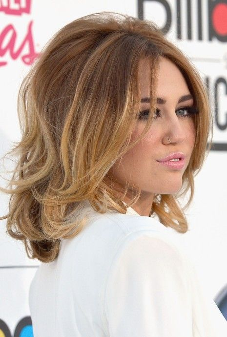 Side View of Miley Cyrus Medium Ombre Hair: Voluminous Bob | Hairstyles Weekly