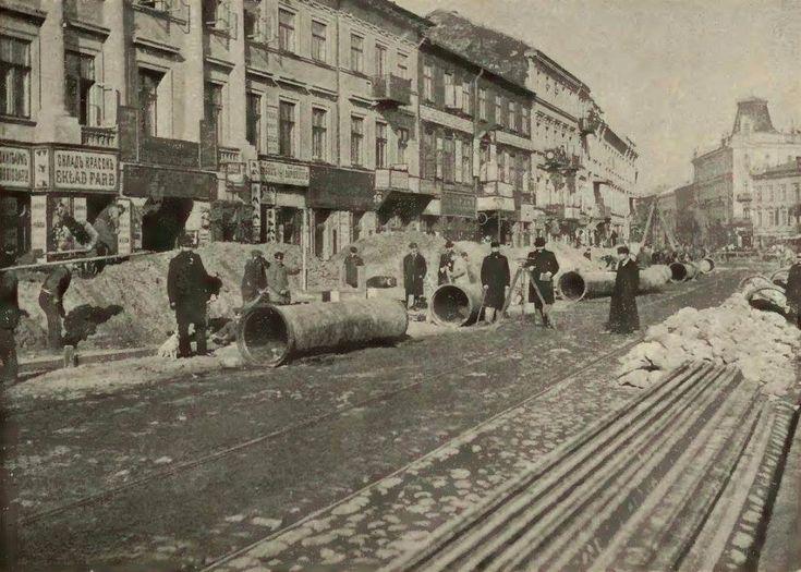 Warszawa - układanie warszawskiej sieci wodociągów przy Placu Grzybowskim (początek XX w.)