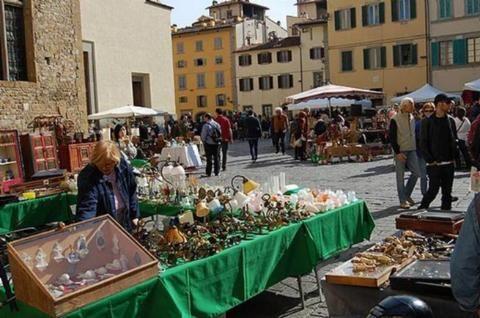 Flea Markets  >> Flea market at Piazza Santo Spirito, Oltrarno, Florence ...