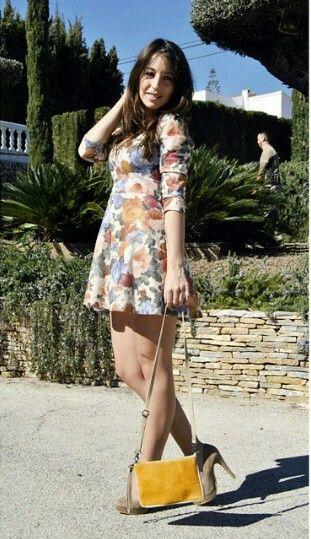 Cynthiamystyle una blogger de moda con casi 10.000 seguidores con uno de nuestros bolsitos.