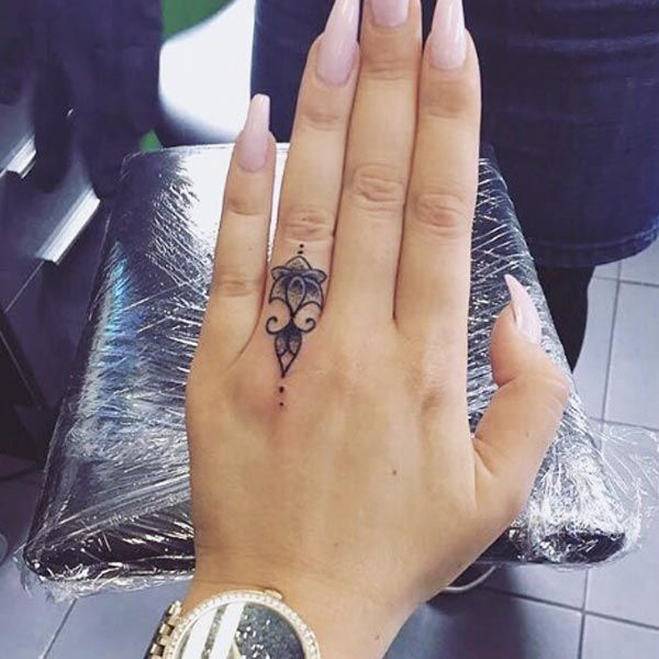 13 Tattoos Prettier Than Your Flashy Rings  Finger Tattoo Designs, Finger Tattoo For Women, Ring Finger Tattoos-2853