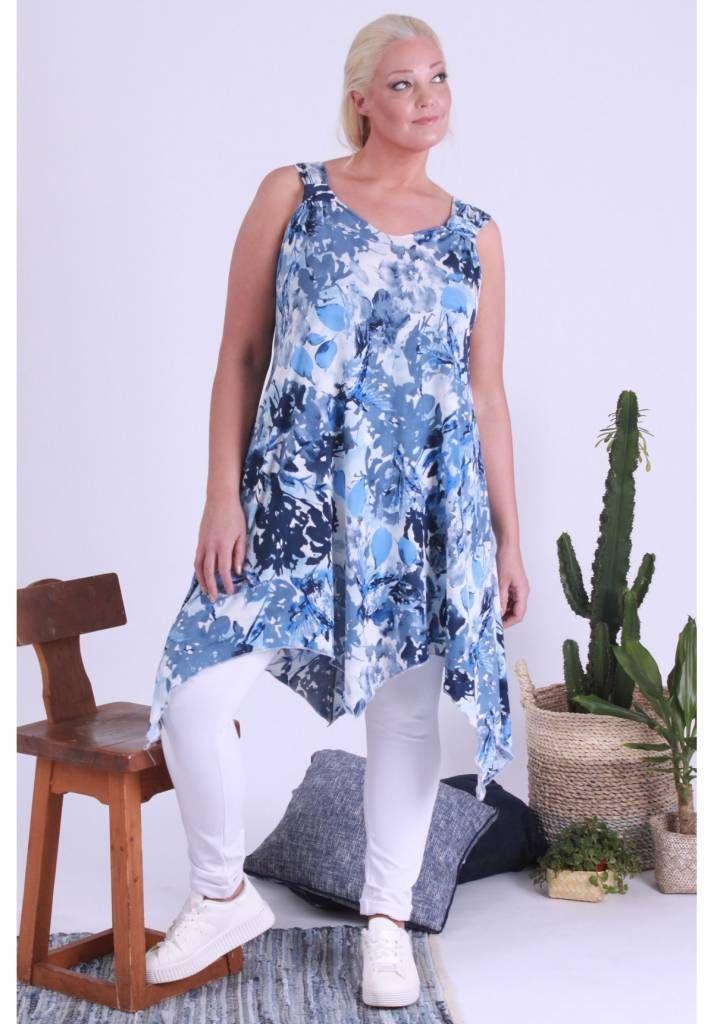 Elastisch A-lijn tuniek in punten voor de modebewuste vrouw met een maatje meer.<br /> Onze grote maten leverancier Magna Fashion levert ruime maten zoals 44 46 4...