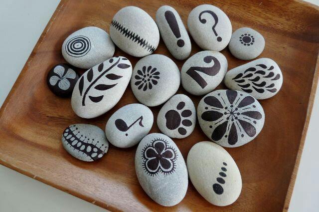 Las 25 mejores ideas sobre piedras pintadas a mano en for Cocinas con piedras decorativas
