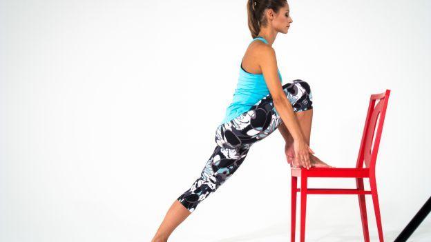 La sedia è un ottimo alleato per i tuoi esercizi di pilates quotidiani, ecco la sequenza per tonificarei muscoli dell'interno coscia