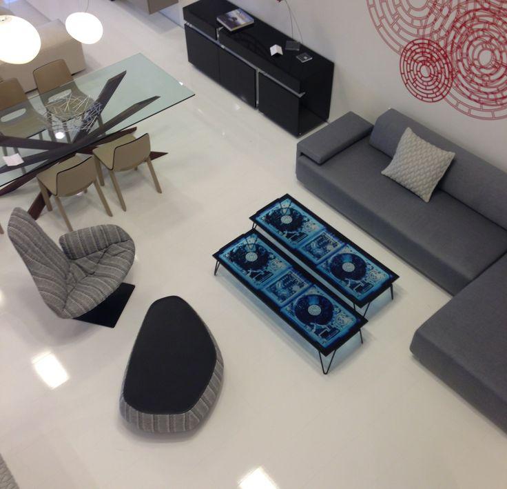 Καναπές Lowland Moroso , coffee table Xradio 2 Disk Diesel , πολυθρόνα Fjord Moroso και σκαμπό