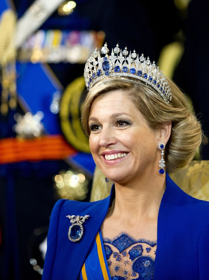 Queen Maxima wears a tiara from a 1867 design of Oscar Massin of the French jewellery house Mellerio. The tiara was presented to the Dutch court in 1881. The tiara has 655 old European cut diamonds with a total carat weight of 242 carats, the 31 sapphires weigh a total of 155 carats. The biggest sapphire, weighs 44 carat, and is 2 centimeter wide. Stunning.