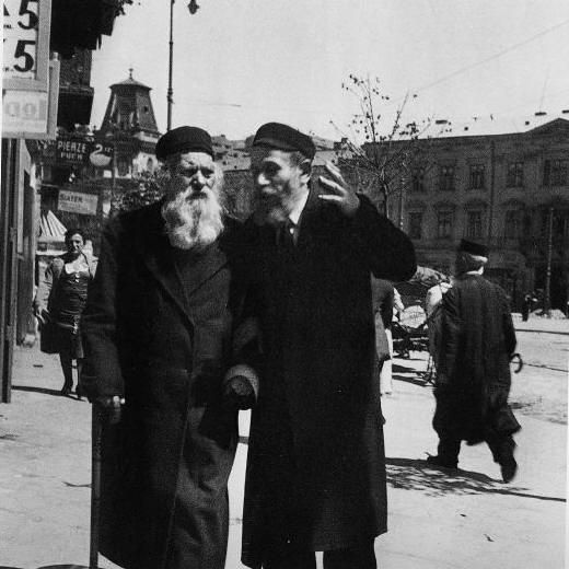 Discussion with the Rabbi. Warsaw, 1938 .