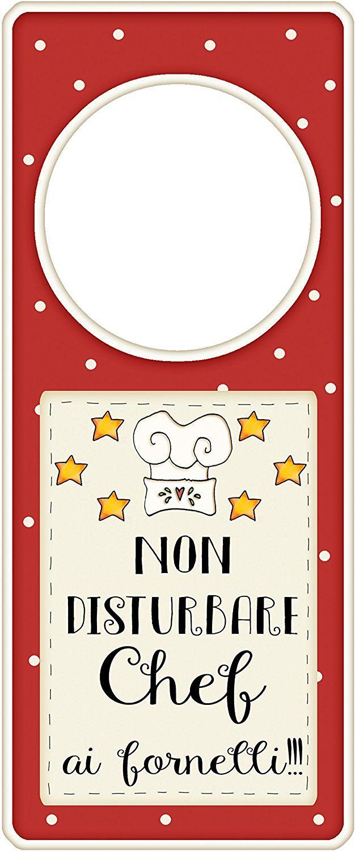 """appendi porta in legno """"Non disturbare, chef ai fornelli"""" idea regalo, artigianato italiano, made in Italy, con frase scritta, spiritosa, fuori stanza, appendi porta, fuori porta, tavola country: Amazon.it: Casa e cucina"""