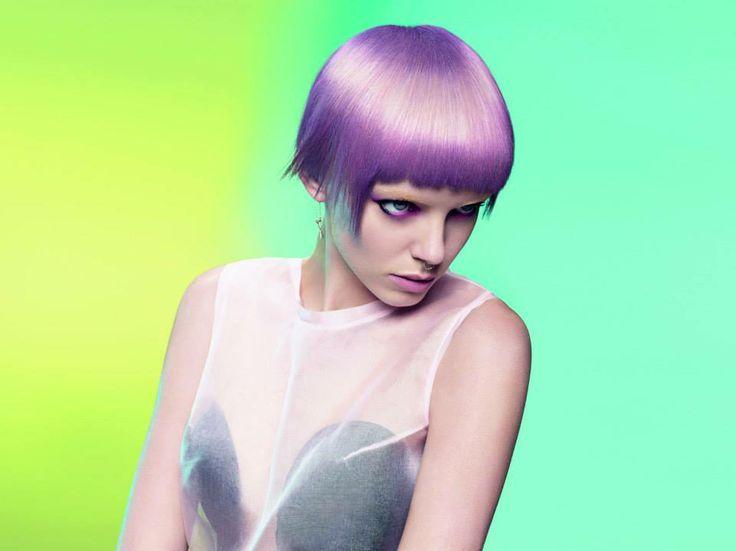 Si salvi chi può, con i capelli sono troppo pazza…cambio look come le cover dell'iphone…sto meditando di attuare questa pazzia: capelli glicine…?!!?Schwarzkopf Professional #omg mi manca un po' il coraggio questa volta! #mublemuble #colors #hair #haircut #violet #ufo #fashion #style