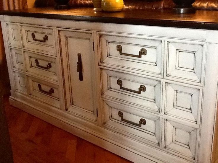 Vintage Thomasville Dresser Painted Antique White, Glazed