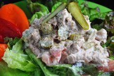 Skvelý tip na nízkokalorickú večeru s vysokým obsahom bielkovín – tuniakovo-uhorkový šalát s horčicou. Ingrediencie (na 1 porciu): 75g tuniaka Calvo vo vlastnej šťave 5 kyslých uhoriek 1 paradajka 2 PL bieleho jogurtu 1 ČL horčice štipka mletého čierneho korenia šalát Postup: V miske si zmiešame tuniaka s nadrobno nakrájanými uhorkami a paradajkou. Pridáme biely […]Podeľte sa o tento super recept so známymi
