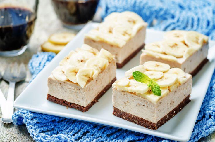 Ai incercat vreodata o prajitura cu crema de banane? Bananelesunt printre cele mai populare si consumate fructe in toate gospodariile, insa adesea nu sunt consumate la timp si se coc prea tare. Prajitura usoara, fara coacere, cu crema de banane e un dulcecu care previi aruncarea fructelor si astfelte bucuri si de un desert cu …