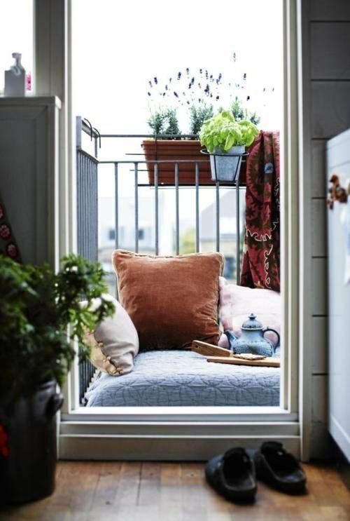 kleiner balkon gestalten ideen boden kissen asiatischer. Black Bedroom Furniture Sets. Home Design Ideas