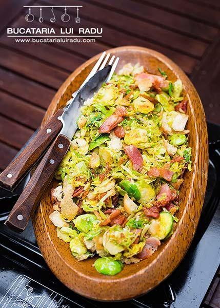 Un preparat usor si simplu, gustos si festiv. Varza de Bruxelles, bacon si crutoane, facute simplu la tigaie. Ca si fel principal, gustare, garnitura.