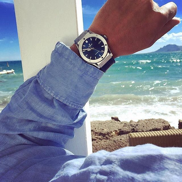 ☀️ That blue is still spot-on when appears on a seaside like this. Hublot Classic Fusion  : @hublot