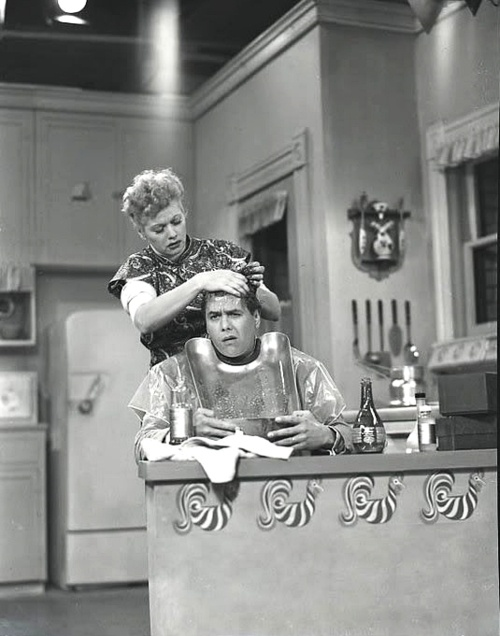 I Love Lucy Giving Ricky Her Special Treatment For Growing Hair When Thinks That He S Going Bald In 2018 Pinterest
