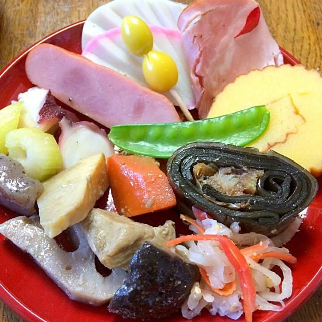 紅白かまぼこ ハム 伊達巻き なます 鰊の昆布巻き 筑前煮 タコとセロリのマリネ いんげん 銀杏 - 7件のもぐもぐ - おせち2 by Noriyuki Saito