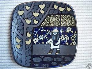 Plate by finnish artist Raija Uosikkinen