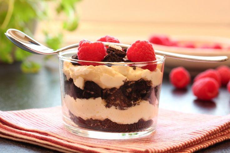 Oreokaken er en populær dessertkake på matbloggen, og da har jeg også en mistanke om at denne Oreodesserten vil falle i smak. Den friske, syrlige ostekremen smaker utrolig godt til den mørke…
