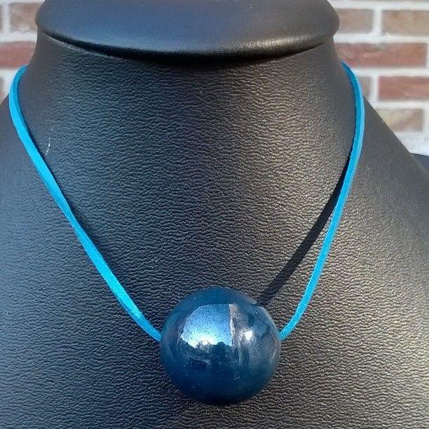 Dikke grijs-blauwe #porseleinen kraal op ketting of #suèdekoord naar keuze. Kraal:€2,50