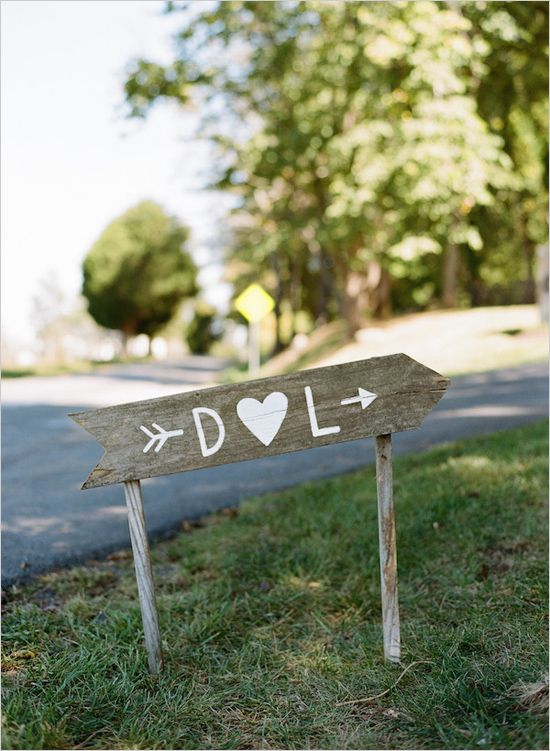Rustic wedding sign @weddingchicks