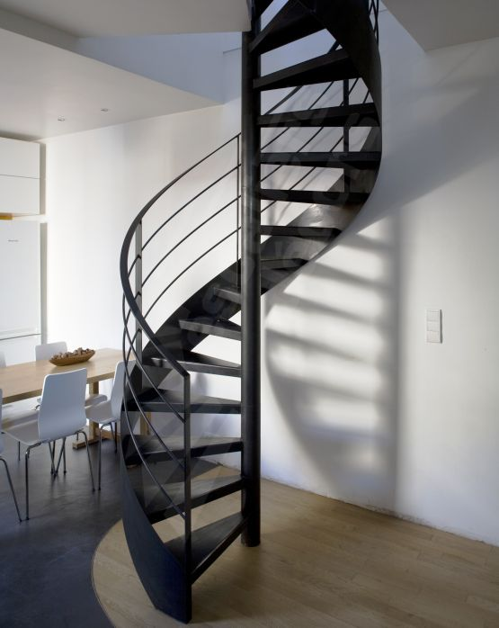 Les 25 meilleures id es de la cat gorie escaliers m talliques sur pinterest escaliers en acier for Escalier interieur contemporain