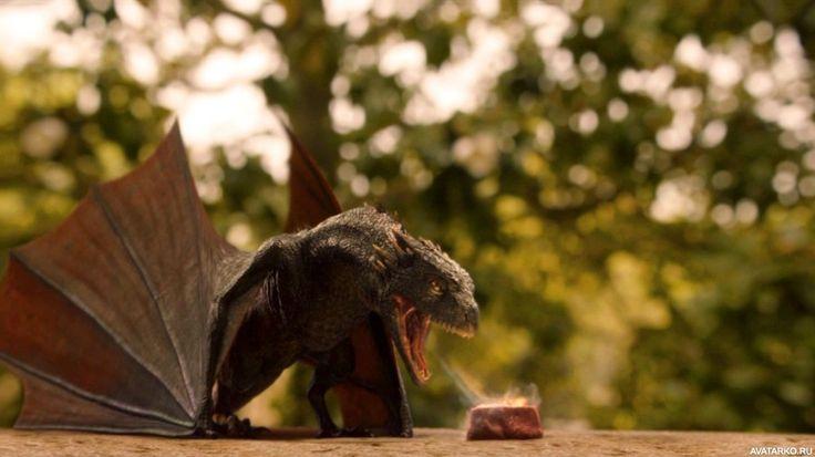 """Маленький дракон из """"Игры престолов"""" жарит кусочек мяса огнём из пасти - авы…"""