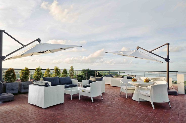 How about take your time to chill on the rooftop? Prepare your camera for the best sunset treat in Bali with Nibiru Lounge. Coming soon in #Luxly #Food #deals!