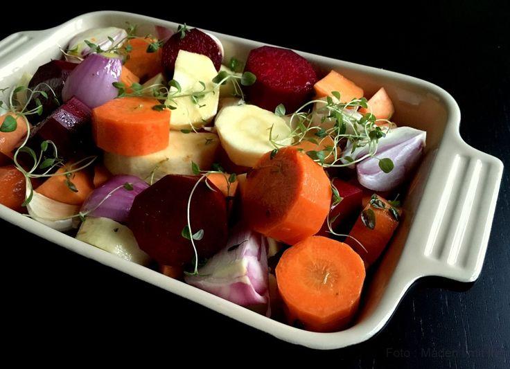 På denne her tid af året, spiser vi rodfrugter flere gange om ugen. Enten som suppe, som del af en gryderet eller hvad vi nu finder på, men for det meste bliver rodfrugterne bare lige gjort i stand, i
