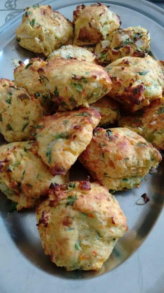 Meio quilo de mandioquinha, uma cenoura, cozinhar, depois espremer. Temperar com cebola bem batidinha, sal, pimenta, salsinha e cebolin...
