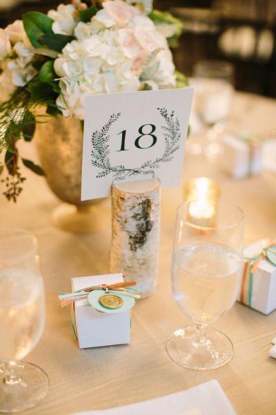 Table decor: http://www.stylemepretty.com/little-black-book-blog/2014/10/08/southern-adaumont-farm-wedding-full-of-romance/ | Photography: Julia Wade - http://julia-wade.com/