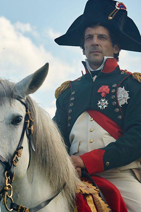 """Matthieu Kassovitz (Parigi, 3 agosto 1967) è un attore, regista e sceneggiatore francese che ha interpretato """"Napoleone"""" nel film guerra e pace del ."""