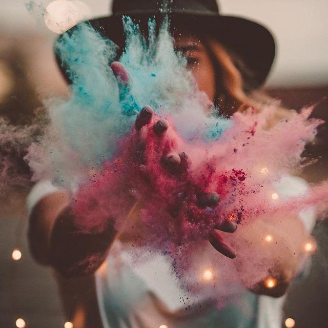I am woman. |  Fotografie mit Holi Pulver - kreative Fotoideen für ein besonderes Fotoshooting