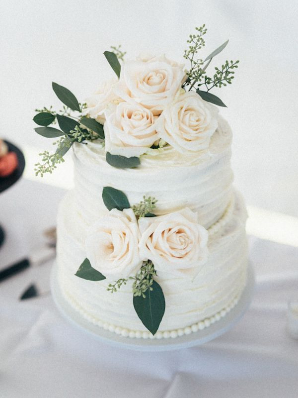 white two tier wedding cake http://trendybride.net/windemere-farms-towanda-kansas-wedding/ {trendybride}