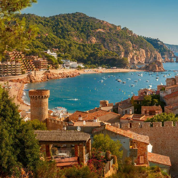 Prachtige stranden met prachtige gebouwen. De verrassingen van de Costa Brava!