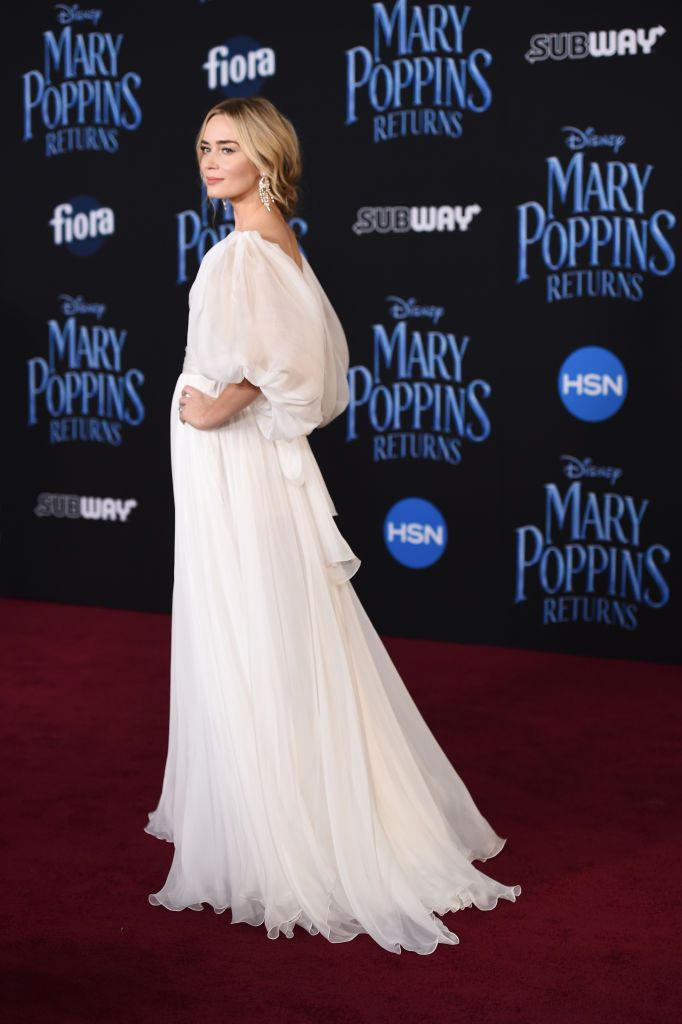 Los Angeles Ca November 29 Actress Emily Blunt Arrives At The Premiere Of Disney S Mary Poppins Returns At The El Capit Atrizes Emily Blunt Mary Poppins