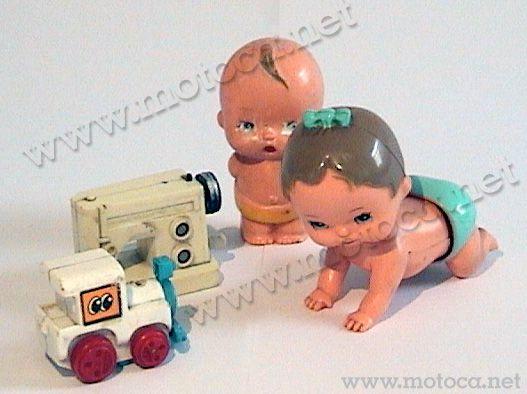 Brinquedos de corda. Os bonequinhos faziam parte da Coleção Patotinha, da Estrela. Os outros são da Gulliver.