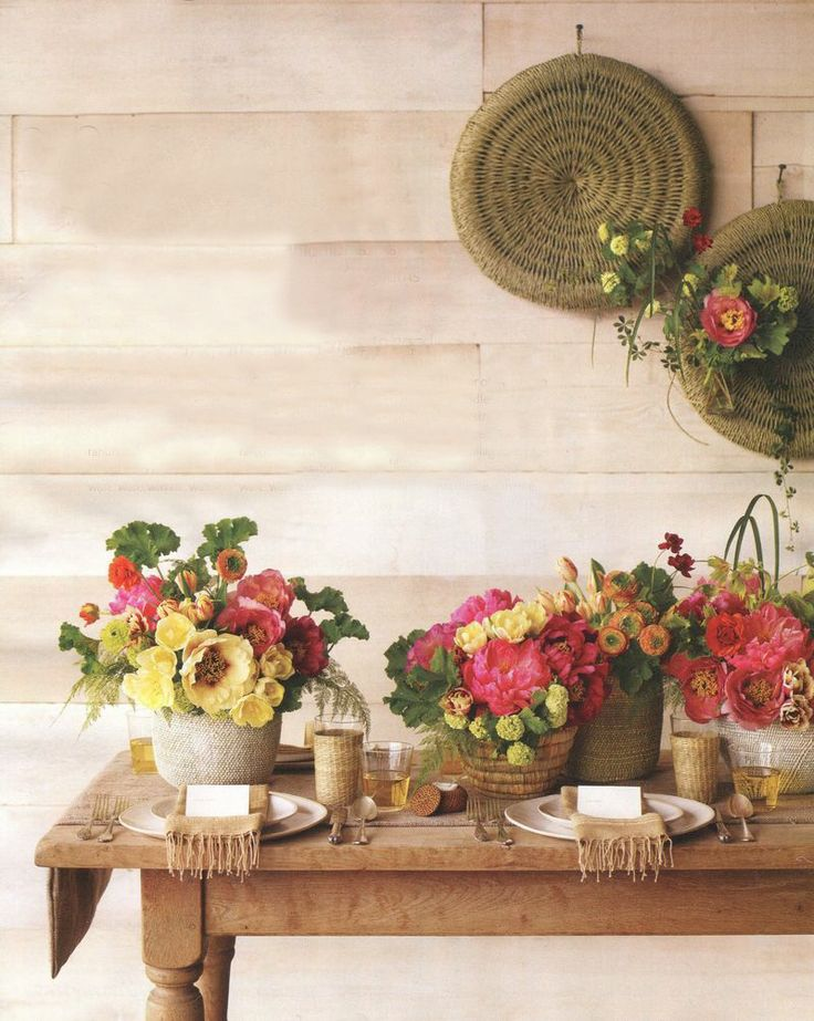 The perfect spring table: Spring Awakening, Spring Flowers, Tables Sets, Colors Combinations, Paper Flowers, Spring Wedding Flowers, Fresh Flowers, Flowers Baskets, Flowers Ideas