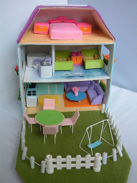Felt House From Fairyfox https://www.flickr.com/photos/fairyfox/sets/72157623711754642/