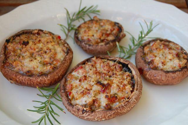 Foto: Sara      Åhhhh, de smager så vidunderligt de her fyldte svampe - kræver naturligvis at man kan lide svampe. Fungerer super som tilb...