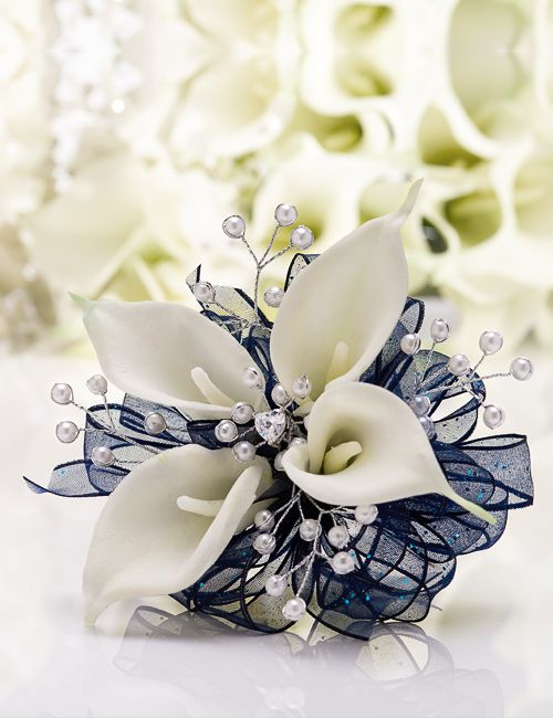 White Pearl Sprays Surround White Mini Callas